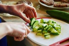 Εύγευστη προετοιμασία σαλάτας Στοκ φωτογραφία με δικαίωμα ελεύθερης χρήσης