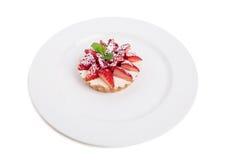 Εύγευστη φράουλα shortcake με την κτυπημένη κρέμα Στοκ Εικόνα