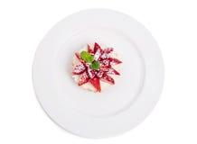 Εύγευστη φράουλα shortcake με την κτυπημένη κρέμα Στοκ εικόνα με δικαίωμα ελεύθερης χρήσης