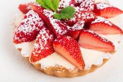 Εύγευστη φράουλα shortcake με την κτυπημένη κρέμα Στοκ Εικόνες