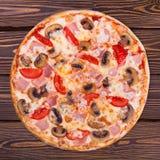 Εύγευστη, juicy πίτσα Στοκ Εικόνες