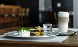Εύγευστοι επιδόρπιο και καφές Στοκ Εικόνες