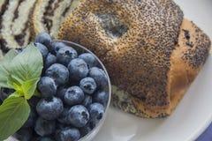 Εύγευστοι σπόροι βακκινίων και παπαρουνών strude Στοκ Εικόνα
