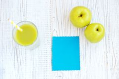 Εύγευστοι χυμός και κάρτα της Apple Τοπ όψη διάστημα αντιγράφων Το concep Στοκ φωτογραφίες με δικαίωμα ελεύθερης χρήσης