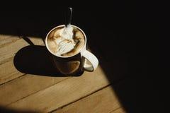 Εύγευστος αρωματικός που παρασκευάζεται κτυπημένος με τον καφέ παγωτού σε ένα bro Στοκ φωτογραφία με δικαίωμα ελεύθερης χρήσης