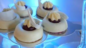 Φραγμός καραμελών Εύγευστος γλυκός μπουφές με τα κέικ φιλμ μικρού μήκους