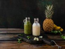 Εύγευστος εξωτικός καταφερτζής φρούτων σε αγροτικό στοκ εικόνα με δικαίωμα ελεύθερης χρήσης