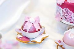 Εύγευστος ζωηρόχρωμος γάμος cupcakes Στοκ εικόνα με δικαίωμα ελεύθερης χρήσης