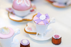 Εύγευστος ζωηρόχρωμος γάμος cupcakes Στοκ Εικόνα