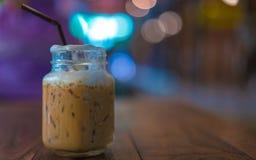 Εύγευστος φρέσκος καφές Mocha με τον αφρό γάλακτος στοκ εικόνα