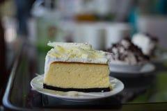 εύγευστο άσπρο κέικ σοκολάτας στοκ εικόνες