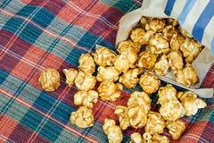 Εύγευστο γλυκό και τραγανό popcorn καραμέλας Στοκ Φωτογραφίες