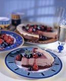 εύγευστο λευκό πιάτων μαρμελάδας επιδορπίων κερασιών τυριών κέικ Στοκ φωτογραφίες με δικαίωμα ελεύθερης χρήσης