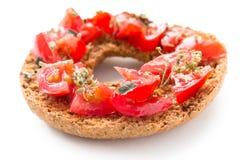 Εύγευστο ιταλικό Friselle με την ντομάτα και oregano Στοκ φωτογραφία με δικαίωμα ελεύθερης χρήσης