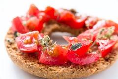 Εύγευστο ιταλικό Friselle με την ντομάτα και oregano Στοκ Εικόνες