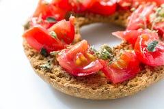 Εύγευστο ιταλικό Friselle με την ντομάτα και oregano Στοκ φωτογραφίες με δικαίωμα ελεύθερης χρήσης