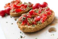 Εύγευστο ιταλικό Friselle με την ντομάτα και oregano Στοκ Εικόνα