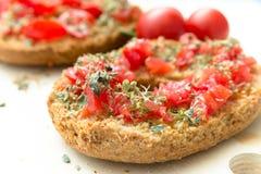 Εύγευστο ιταλικό Friselle με την ντομάτα και oregano Στοκ εικόνα με δικαίωμα ελεύθερης χρήσης
