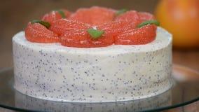 Εύγευστο κέικ γκρέιπφρουτ στον πίνακα απόθεμα βίντεο