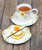 Εύγευστο κέικ λεμονιών με το τσάι Στοκ Εικόνα