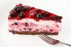 Εύγευστο κέικ παρφαί με τα wildberries, τη σειρά κακάου και την τήξη ζελατίνας Στοκ φωτογραφία με δικαίωμα ελεύθερης χρήσης