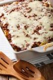 Εύγευστο και εγκάρδιο γεύμα: casserole ζυμαρικών εκατομμύριο δολαρίων στο α Στοκ Εικόνα