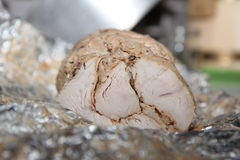 Εύγευστο κρύο κρέας που ψήνεται με τα καρυκεύματα Στοκ εικόνες με δικαίωμα ελεύθερης χρήσης
