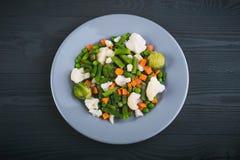 Εύγευστο μίγμα των λαχανικών στο πιάτο επάνω από την όψη στοκ εικόνες