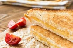 Εύγευστο μεσημεριανό γεύμα - ψημένα σάντουιτς στοκ εικόνες