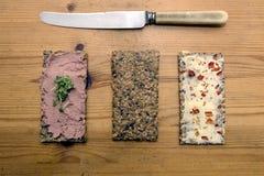 εύγευστο πρόχειρο φαγη&tau Crackerbreads με τα καλύμματα Στοκ Εικόνες