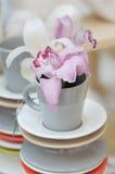 εύγευστο ροζ κρίνων φλυτζανιών Στοκ φωτογραφία με δικαίωμα ελεύθερης χρήσης