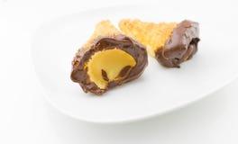 Εύγευστο σισιλιάνο γλυκό cannellino cannolo με το φουντούκι ζύμης Στοκ φωτογραφία με δικαίωμα ελεύθερης χρήσης