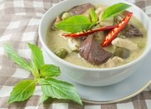 Εύγευστο ταϊλανδικό πικάντικο πράσινο κάρρυ με το κοτόπουλο Στοκ Φωτογραφίες