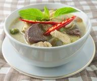 Εύγευστο ταϊλανδικό πράσινο κάρρυ με το γάλα κοτόπουλου και καρύδων Στοκ φωτογραφία με δικαίωμα ελεύθερης χρήσης