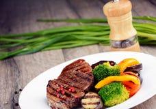 Εύγευστο ψημένο στη σχάρα βόειο κρέας steakes Στοκ Εικόνα