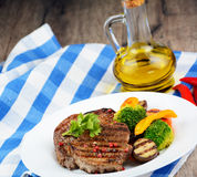 Εύγευστο ψημένο στη σχάρα βόειο κρέας steakes Στοκ φωτογραφία με δικαίωμα ελεύθερης χρήσης