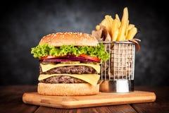 Εύγευστο ψημένο στη σχάρα burger Στοκ Φωτογραφία