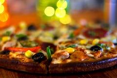 Εύγευστο BBQ κοτόπουλο & φυτική πίτσα στοκ φωτογραφία με δικαίωμα ελεύθερης χρήσης