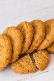Εύθρυπτα Oatmeal μπισκότα ακριβώς από το φούρνο στοκ εικόνα