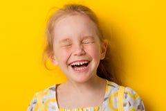 Εύθυμα γέλια κοριτσιών στοκ εικόνα