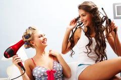 εύθυμα κορίτσια Στοκ Εικόνες