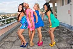 Εύθυμα κορίτσια Στοκ φωτογραφία με δικαίωμα ελεύθερης χρήσης