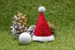 Εύθυμα Χ ` γκολφ MAS σφαιρών και σημάδι καλής χρονιάς στην πράσινη χλόη Στοκ Φωτογραφίες