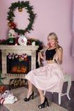 Εύθυμες διακοπές των Χριστουγέννων καλή χρονιά Συγχαρητήρια και δώρα Χριστούγεννα, στοκ φωτογραφία