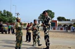 Εύθυμες ινδικές φρουρές στα σύνορα Wagah Στοκ Εικόνα