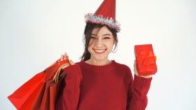 Εύθυμες κιβώτιο δώρων Χριστουγέννων εκμετάλλευσης γυναικών και τσάντα αγορών φιλμ μικρού μήκους