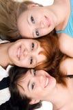 εύθυμες τρεις γυναίκες στοκ εικόνες