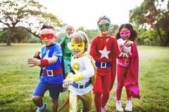 Εύθυμη έννοια διασκέδασης φαντασίας φιλοδοξίας παιδιών Superhero Στοκ Εικόνα
