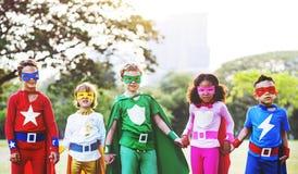 Εύθυμη έννοια διασκέδασης φαντασίας φιλοδοξίας παιδιών Superhero Στοκ εικόνα με δικαίωμα ελεύθερης χρήσης