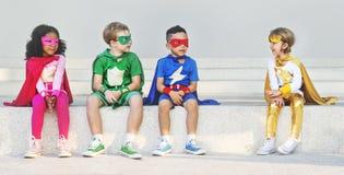 Εύθυμη έννοια διασκέδασης φαντασίας φιλοδοξίας παιδιών Superhero Στοκ Εικόνες
